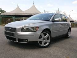 Volvo v50 2.5t5 2006  01  thumb