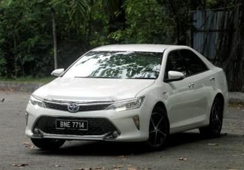Toyota Camry Hybrid - 01