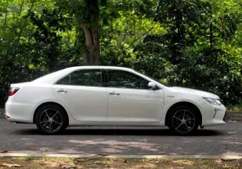 Toyota Camry Hybrid - 02