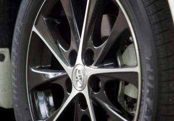 Toyota Camry Hybrid - 08