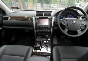 Toyota Camry Hybrid - 11