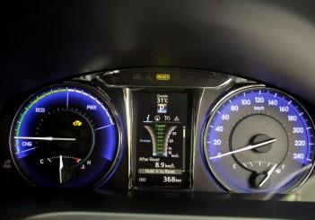 Toyota Camry Hybrid - 14
