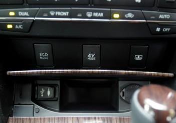Toyota Camry Hybrid - 16