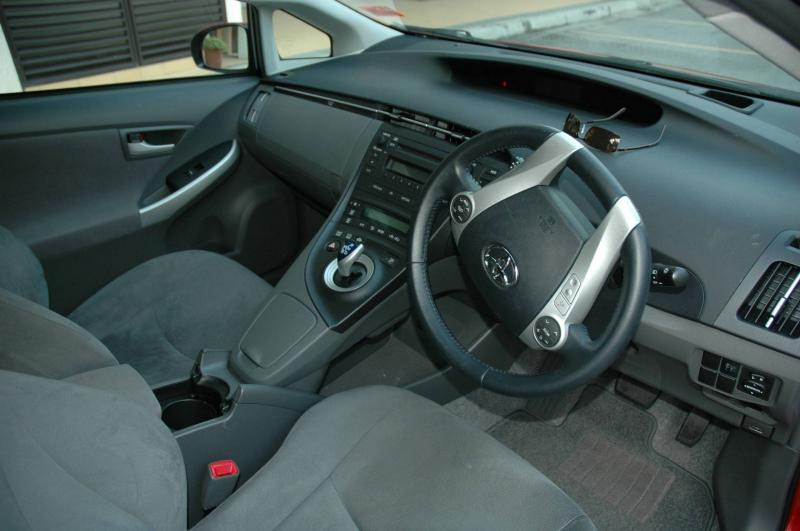 The dash layout of the third-generation Prius.