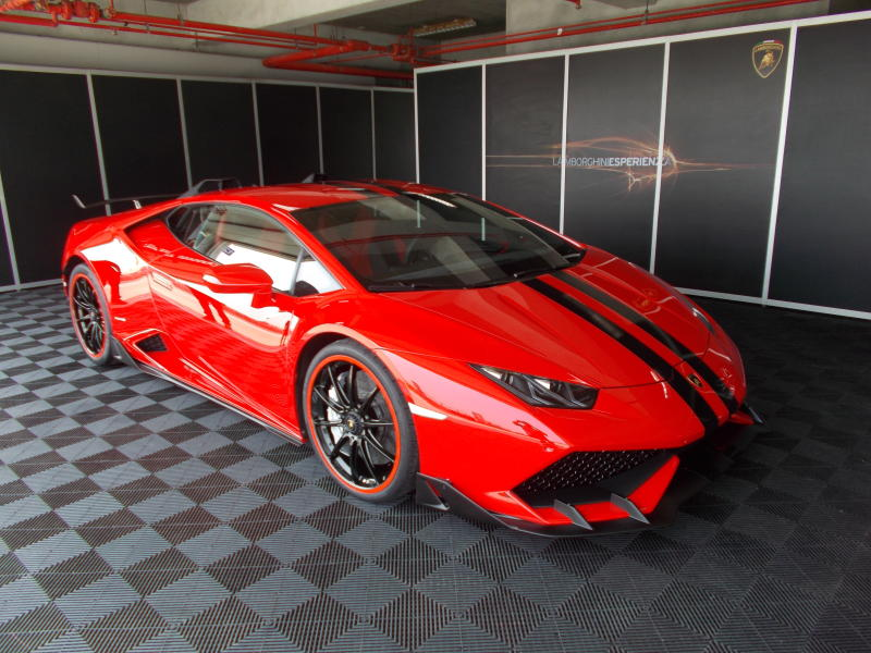 lamborghini huracan pushing the limits carsifu. Black Bedroom Furniture Sets. Home Design Ideas