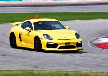 Porsche Cayman GT4 at SIC - 02