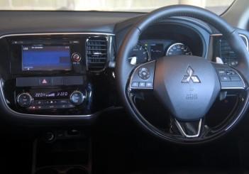 Mitsubishi Outlander - 11