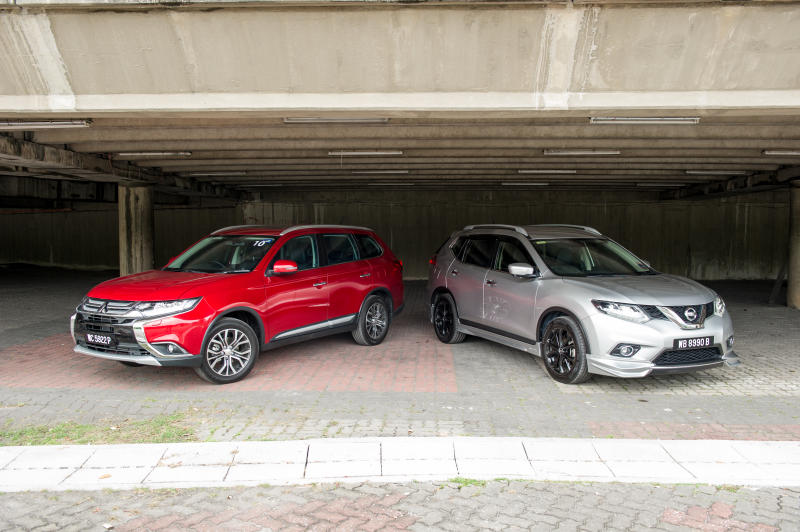 Nissan X-Trail 2.5L Impul edition and Mitsubishi Outlander (red) - 02