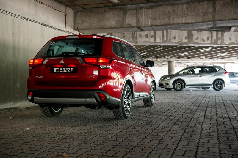 Nissan X-Trail 2.5L Impul edition and Mitsubishi Outlander (red) - 06