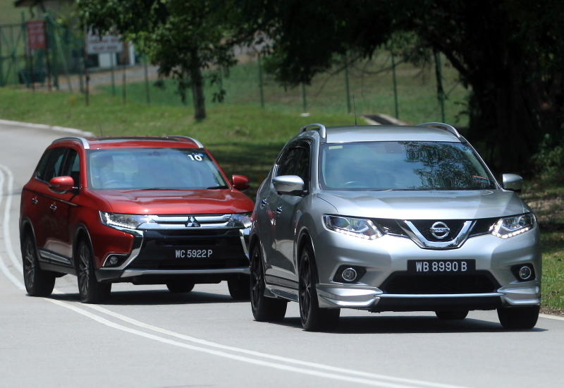 Nissan X-Trail 2.5L Impul edition and Mitsubishi Outlander (red) - 10
