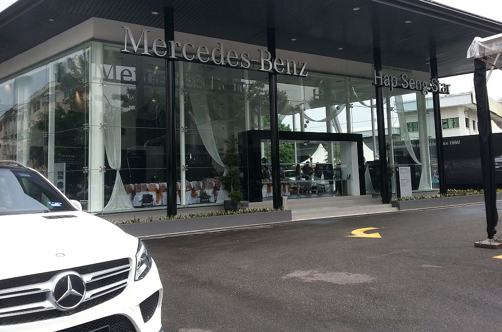 First mercedes benz city service opens in kl carsifu for Mercedes benz service department