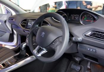 Peugeot 408 e-THP (11)
