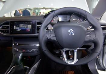 Peugeot 408 e-THP (13)