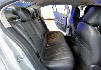Peugeot 408 e-THP (15)