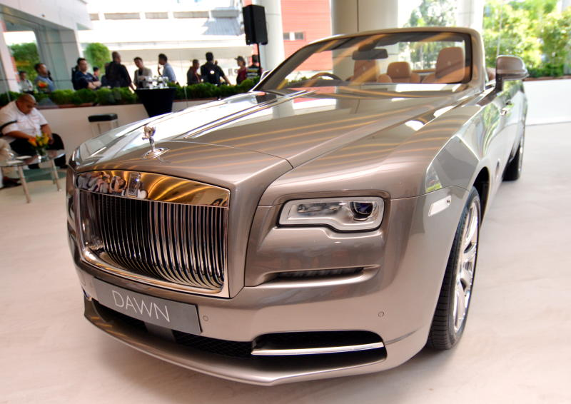 rolls royce dawn arrives in malaysia carsifu. Black Bedroom Furniture Sets. Home Design Ideas