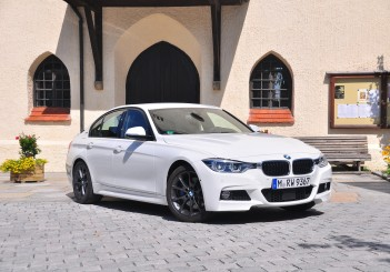 BMW 330e iPerformance - 01