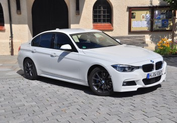 BMW 330e iPerformance - 02