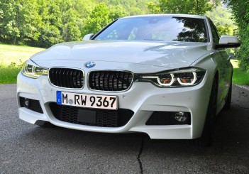 BMW 330e iPerformance - 23
