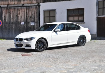 BMW 330e iPerformance - 35