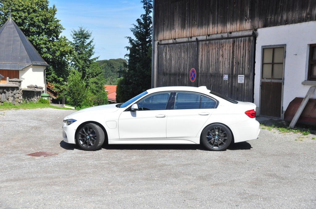 BMW 330e iPerformance - 48