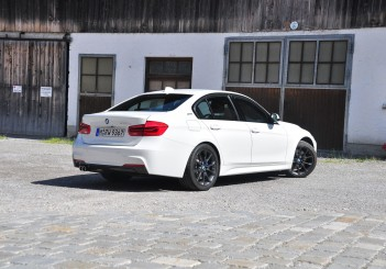 BMW 330e iPerformance - 59