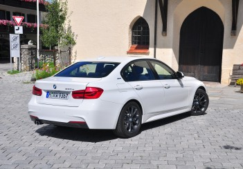 BMW 330e iPerformance - 60
