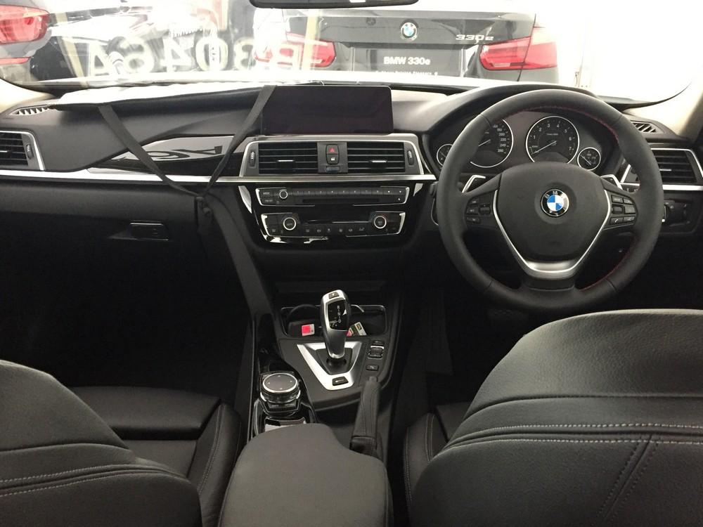 BMW 330e_Aug 2016_2 (19)