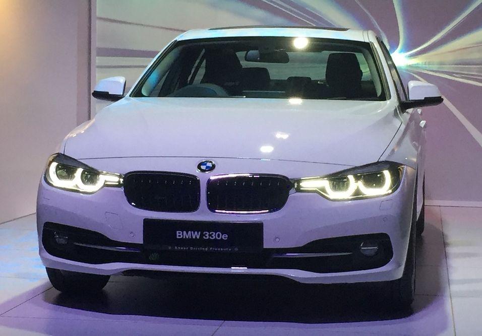 BMW 330e_Aug 2016_2 (6)