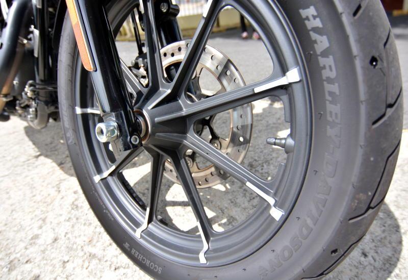 Harley-Davidson Iron 883 - 09