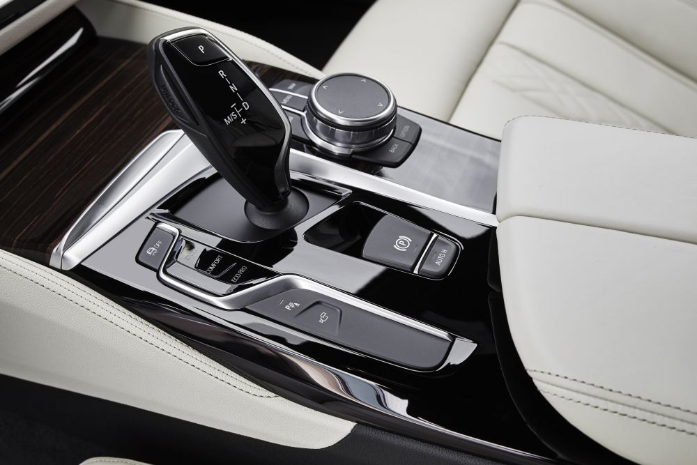 P90237271_highRes_the-new-bmw-5-series