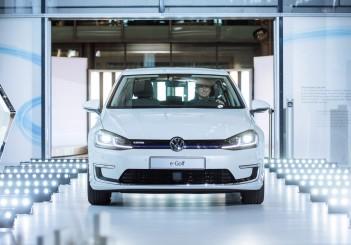 Umbau startet: Volkswagen fertigt neuen e-Golf ab April 2017 in der Gläsernen Manufaktur in Dresden