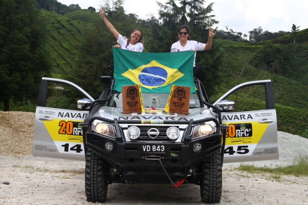 01 Fabiana & Julieth with the Nissan Navara in RFC 2016  (Medium)