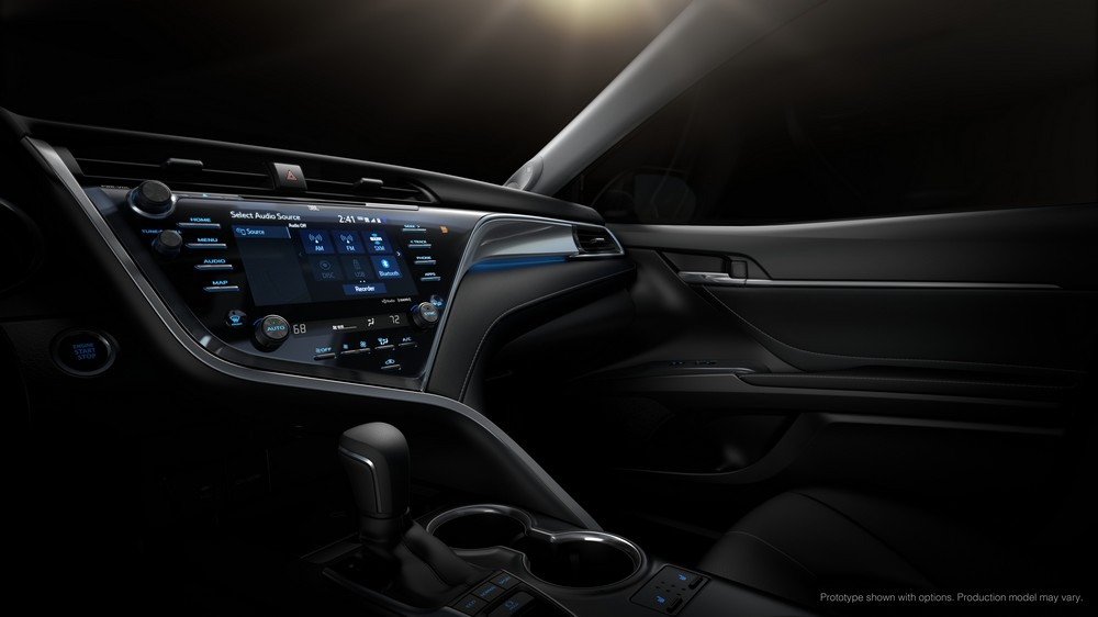 2018_Toyota_Camry_display