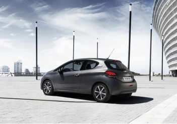 PEUGEOT_208_IceSilver_1502PC007