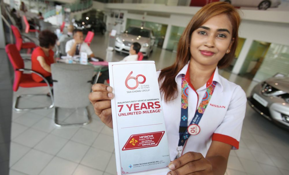 Edaran Tan Chong Motor (Tengah) Sdn Bhd staff Tanusha Chandran, holding a pamplet of 7 years unlimited warranty at the Nissan showroom at Jalan Kemajuan in Petaling Jaya inconjunction with upcoming CNY celebration. IZZRAFIQ ALIAS / The Star. January 4, 2017.