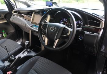 Toyota Innova 2.0G - 27