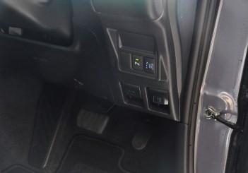 Toyota Innova 2.0G - 34