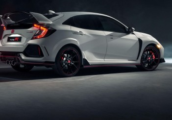 104494_All_new_Honda_Civic_Type_R_races_into_view_at_Geneva