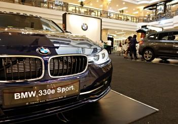 BMW 330e Sport - 01