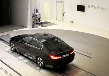 P90249765_highRes_the-bmw-5-series-in-