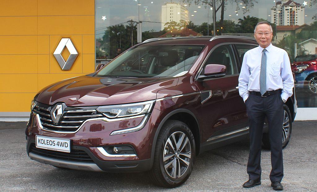 New Renault Koleos 4WD_In Marron Red_with Mr Kuan Kim Luen, CEO, TCEC_1