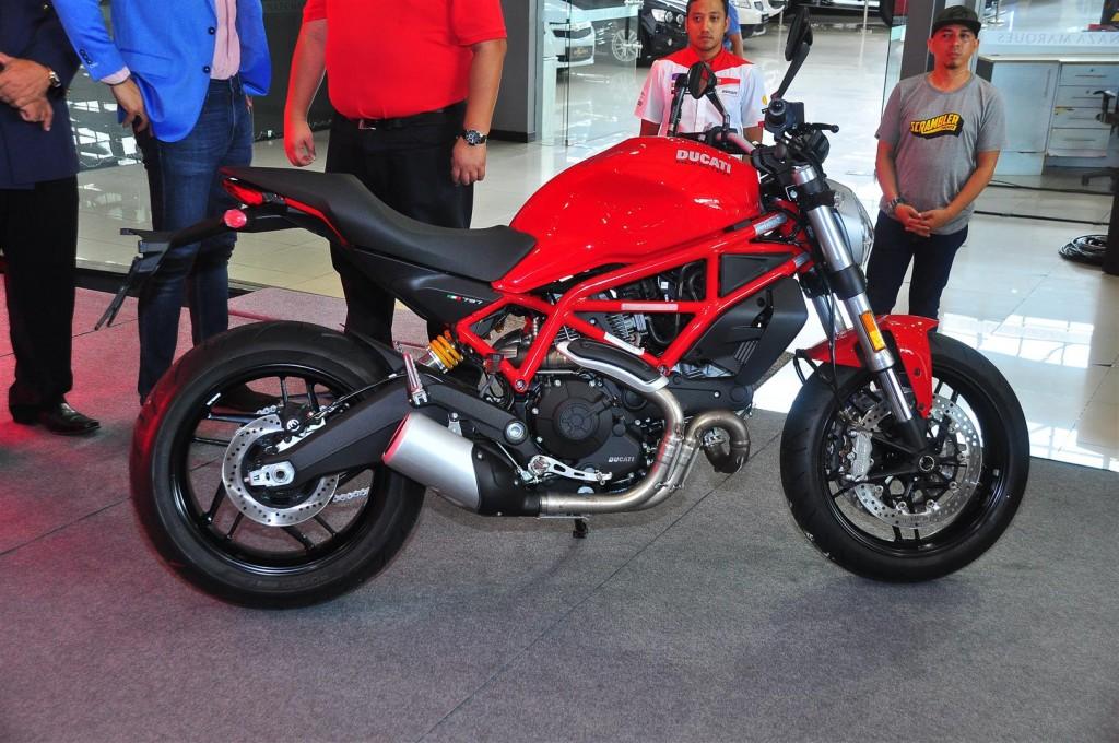Ducati Monster 797 - 01