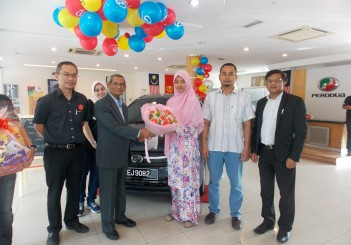 Perodua Axia - 250000th owner