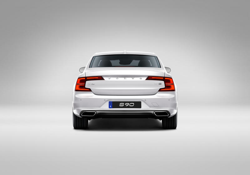 Volvo S90 T8 Twin Engine Plug-in Hybrid Electric Vehicle - 03