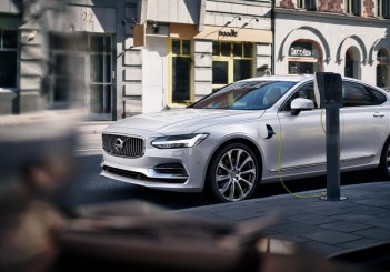 Volvo S90 T8 Twin Engine Plug-in Hybrid Electric Vehicle - 04